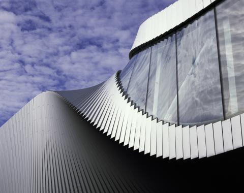 """Das neue Museumsgebäude """"The Twist"""" – zu Deutsch """"Die Wendung"""" –  wurde vom preisgekrönten Architekturbüro BIG - Bjarke Ingels Group entworfen."""