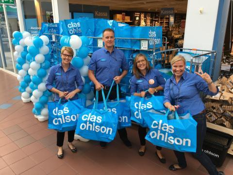 Sadalle ensimmäiselle asiakkaalle jaettiin yllätyskassi täynnä käteviä Clas Ohlsonin tuotteita.