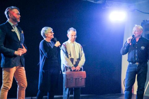 Nolia AB:s vd, Tommy Abrahamsson, och dess styrelseordförande, Margareta Rönngren, intervjuades från scenen.