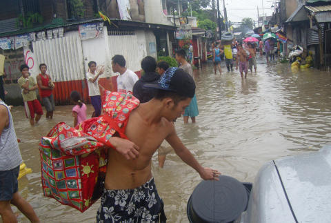 Save the Children ready to respond as thousands of children flee after floods hit Filipino capital
