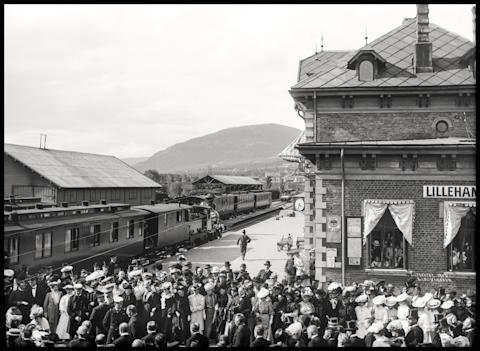 Lillehammer stasjon under kroningsreisen i 1906.