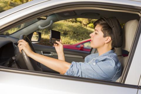 Så använder vi mobilen medan vi kör bil