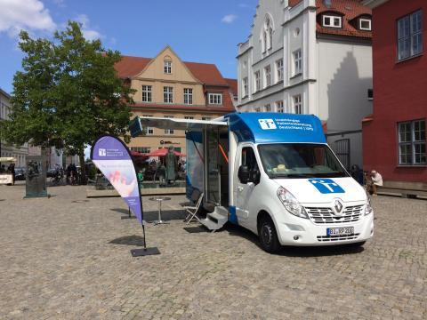 Beratungsmobil der Unabhängigen Patientenberatung kommt am 28. Mai nach Greifswald.