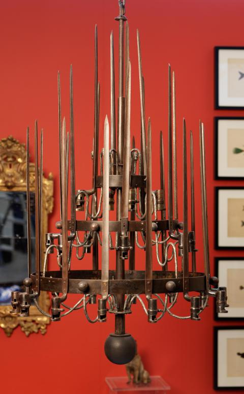 Ljuskrona av bajonetter, sekelskifte 1800/1900 hos Larssons Antik.