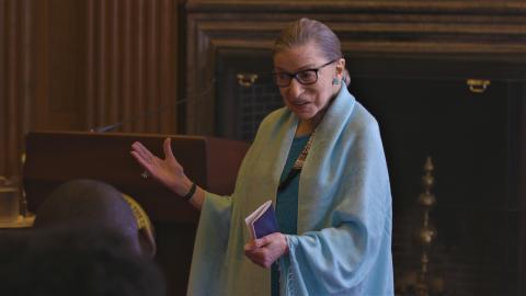Den 85-årige Ruth Bader Ginsburg er højesteretsdommer og uventet popkulturikon. Oplev hende i den Oscarnominerede dokumentarfilm, RBG.