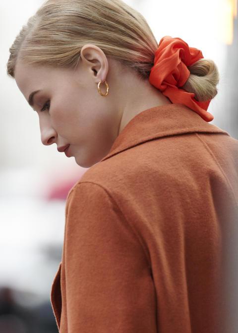 Mega scrunchie model pic