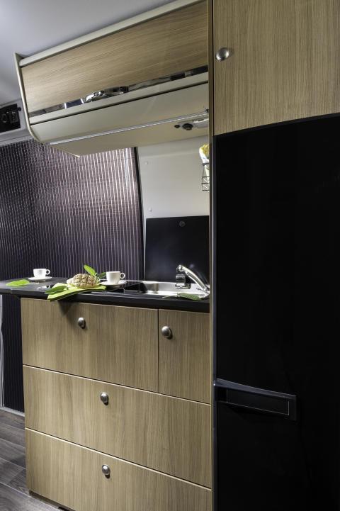 Adria-Twin-600-spt-family-kitchen