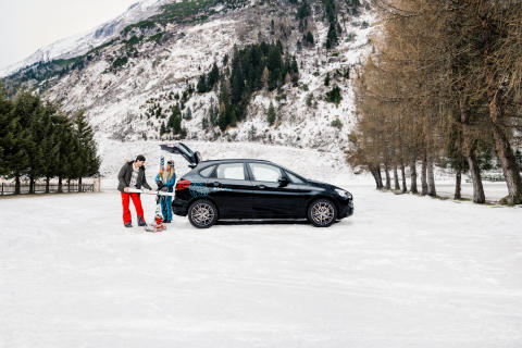 DriveNow_BMW_ActiveTourer_Black_Winter_Ski