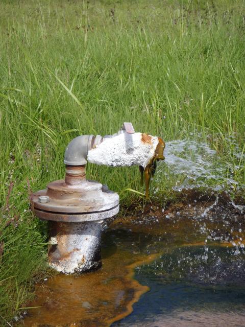 Borrhål där vattenproverna tas.
