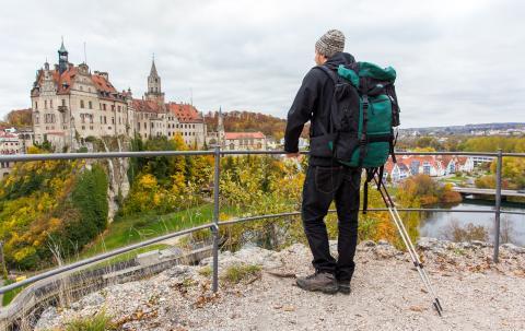 7097 Sigmaringen Schloss und Wanderer