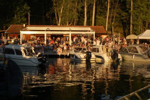 Sjöboden skärgårdskrog, på Djurönäset, med liveartister varje tisdag och torsdag hela sommaren