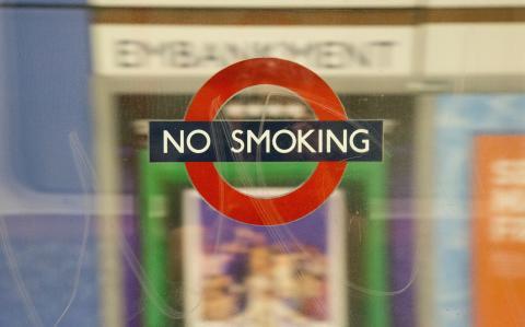 Var fjärde rökare positiv till nya rökförbudet