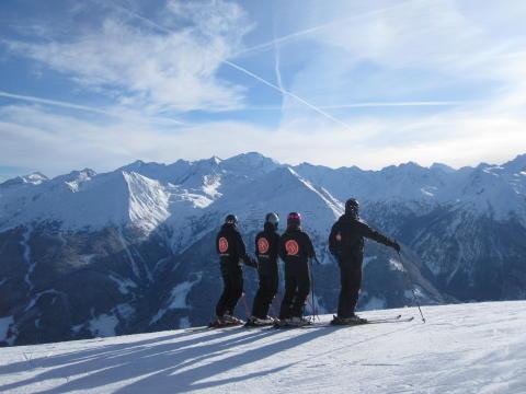 Højsæson i Alperne - sådan undgår du trængsel på pisterne