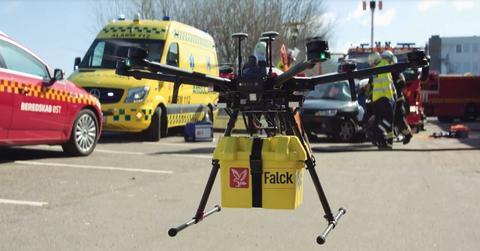 Falck er partner på ambitiøst sundhedsprojekt: Droner skal flyve blodprøver og læger mellem hospitaler