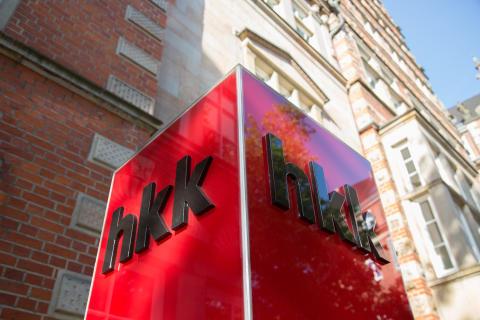 hkk Logo an Säule