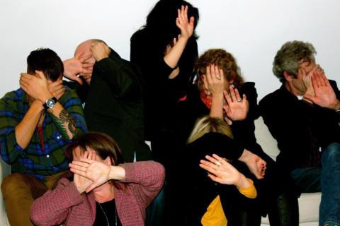 Kroniska skämtare återintar Folkteaterns Foajé