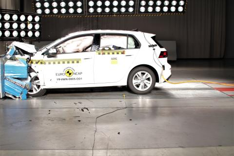 Volkswagen Golf frontal offset impact test Dec 2019