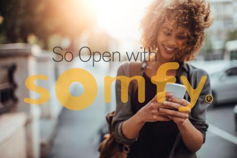 """Somfy lanserar """"So Open with Somfy"""" för enklare smarta hem"""