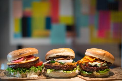 Vegansk burgare för köttälskare – innovation från Urban Deli