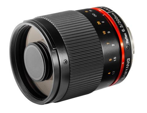 Samyang 300mm 6,3 CS svart snett framifrån