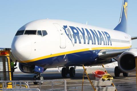 Ryanair flyger Skellefteå Airport - Barcelona (Girona) även 2013