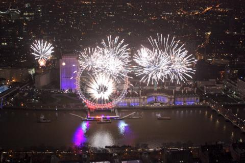 UPDATE: London sees in 2017 in spectacular fashion