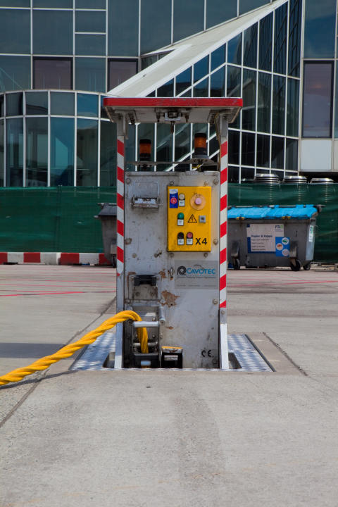 A Cavotec pop-up pit at Frankfurt International Airport
