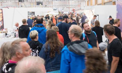 Många besökare hade kommit redan kl 12 öppningsdagen av Stora Nolia