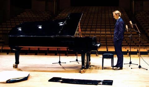 Pianisten Per Tengstrand tillsammans med Camerata Nordica