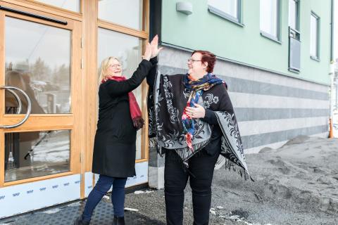 Josefine Wikström, Bostadsutvecklingschef Stockholm söder och Meeri Wasberg, kommunstyrelsens ordförande i Haninge kommun.