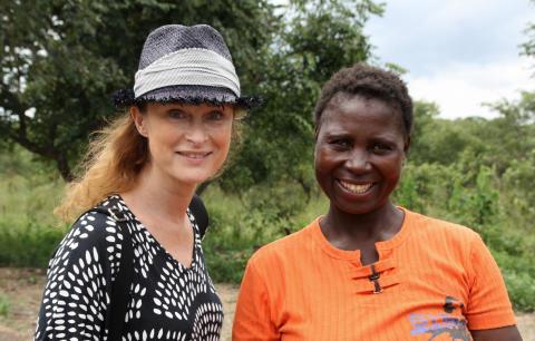 Lena Endre tillsammans med Ruth Chilekwa från Zambia