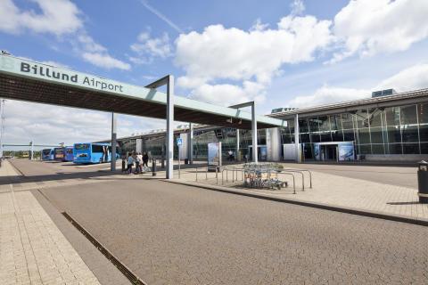Billund Airport 08 udefra drop-off