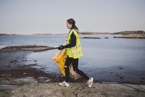 2 000 ungdomar städar Sveriges stränder på Strandens Dag
