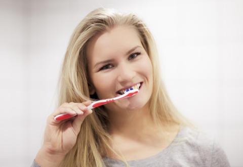 Vihlooko hampaitasi? Syynä voi olla harjausvaurio