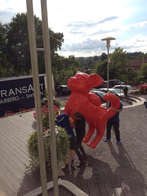 Hotell Kristina invaderas av chiwawor, elefanter och grisar.....!