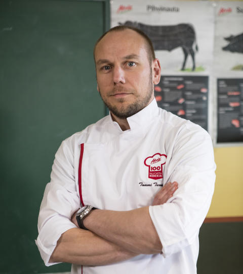 Atria 100 Nuorta Kokkia -haku käynnissä: Tommi Tuominen suuntaa kokkien kanssa navettaan