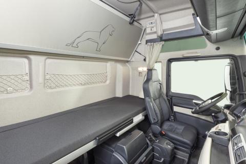 I forbindelse med det nydesignede interiør får sæderne også nyt stofbetræk.