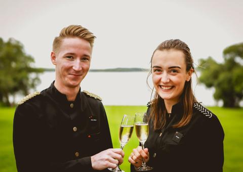 Champagne blir Krägga Herrgårds husvin - Skördar druvorna till sin egenproducerade champagne