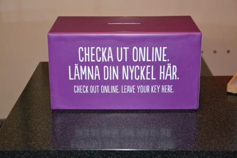 Nyckellåda med check-out budskap