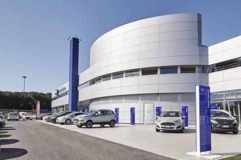 FordStores inntar Norge.