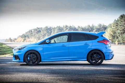 A Ford egyre több autót gyárt az európai piacra: a vadonatúj Focus RS első példánya legördült a gyártósorról