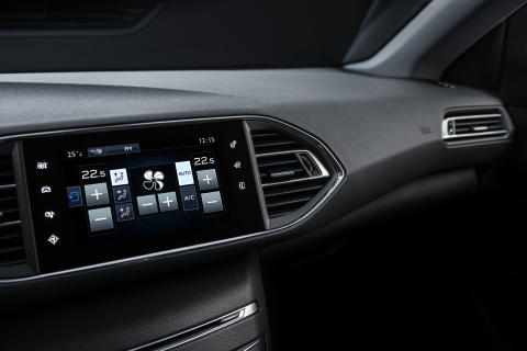 Nya Peugeot 308 med sin intuitiva multifunktions-touch screen