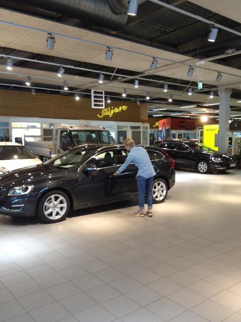 Dålig fart på bilförsäljningen - beror kanske inte enbart på kundbrist!