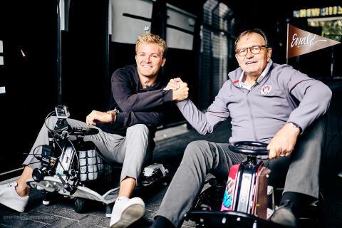 Nico Rosberg & Ewald Lienen auf ihren E-Karts