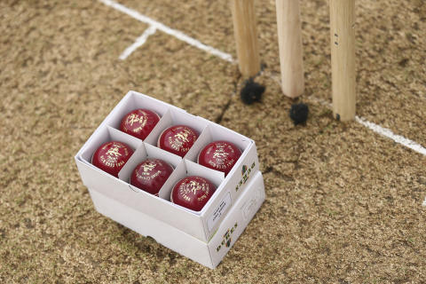 ECB confirms specification of Dukes ball for 2019 Specsavers Test programme