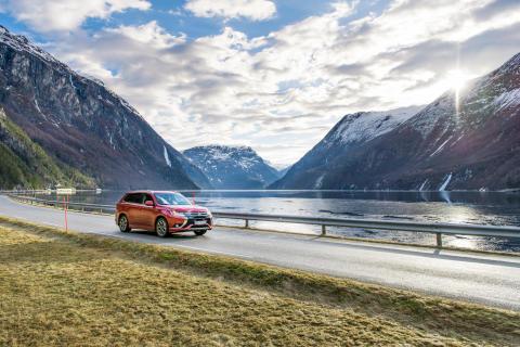 På bare 4 år er det solgt 100.000 Mitsubishi Outlander PHEV i Europa