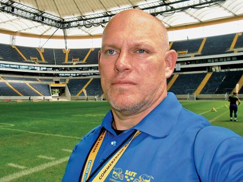 Svensk tränar världslaget i amerikansk fotboll