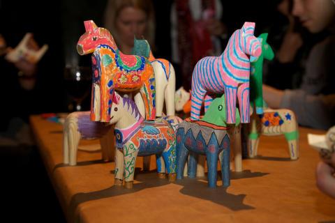 Våra gäster målade dalahästar