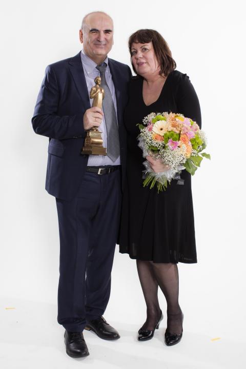 Lena Berger Efthimiadis och Theofilos Efthimiadis i Fruängen får Pressbyråns pris för Årets köpman