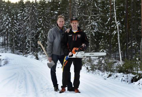 Gunde Svan med sonen Ferry som börjat träna Timbersports